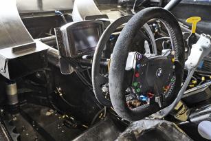 Alessandro Zanardi se vrátil za volant upraveného závodního vozu a absolvoval závod DTM vMisanu.
