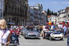 Náměstí města Steyr nabídlo příležitost prohlédnout si všechny automobily na jednom místě v prostředí historického centra