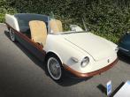 """Nikdy nerestaurovaný Boano Fiat 500 Spiaggia (1958), přesně ve stavu, v jakém jej do roku 1972 používal Giovanni Agnelli. Nikdo už nespočítá filmové hvězdy ahvězdičky, které si na jeho sedadlech užívaly la dolce vita v okolí vily  """"La Leopolda"""" ve Villefranche-sur-Mer,  jednom znejdražších míst Riviéry"""