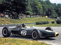 Dan Gurney (Brabham BT7 Climax V8) na Velké ceně Francie v Rouenu (1964)