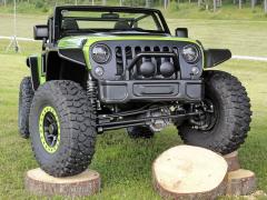 Jeep Wrangler Trailcat pohání kompresorový osmiválec 6.2/ /527 kW (716 k) zHellcatu (2016)