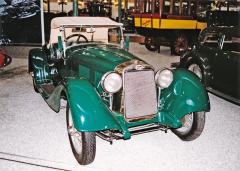 O.M. (Officine Meccaniche) typ 665, italský dvoulitrový šestiválec, který vyhrál první závod Mille Miglia 1927 (na snímku model 1931)