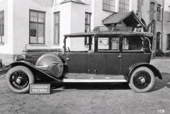 Landaulet Tatra 31 s karoserií Petera zjara 1929 snosičem zavazadel na střeše