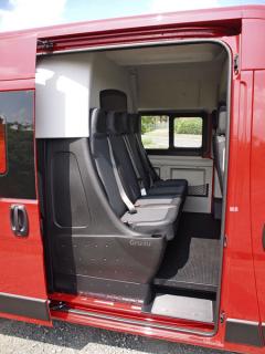 Fiat – Druhá řada sedadel je upevněna na mohutné plastové přepážky