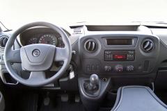 Opel – Pracoviště řidiče je zcela shodné sostatními karosářskými verzemi Movana. Má dostatek odkládacích míst a praktický design