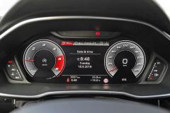 Jeden z režimů zobrazení standardně dodávaného digitálního přístrojového panelu