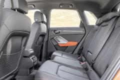 V mezigeneračním srovnání došlo kvýznamnému nárůstu prostoru na zadních sedadlech s možností nastavení úhlu sklonu opěradel