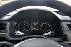 Řidič má vpřístrojích neustále k dispozici pro každé ze dvou paliv informace ojeho množství na palubě a dojezdu
