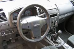 Výbava Basic má vzákladu manuálně řazenou šestistupňovou převodovku aveverzi 4WD ivolič konfigurace pohonu