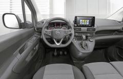 Pracoviště řidiče LUV Opel Combo je na úrovni osobního vozu