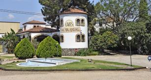 Zvenčí nic nesvědčí o tom, že vinařská farma Baix Camp ukrývá motoristické muzeum