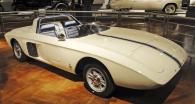 Ford Mustang I, studie sportovního vozu s motorem 1.5 V4 před zadní nápravou (1962)