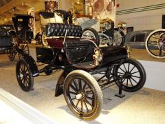 Oldsmobile Curved Dash zroku 1903, jeden z prvních sériově vyráběných automobilů