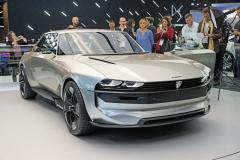 Studie Peugeot e-Legend se stala jednou z hvězd autosalonu. Je to elektromobil se zrychlením 0 – 100 km/h za 4 s adojezdem 600 km, ještě působivější je však jeho design, připomínající 50. narozeniny slavící kupé Peugeot 504