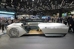 Studie Renault EZ-ULTIMO je uzavřením trilogie na téma elektrického, autonomně se pohybujícího vozu. EZ-ULTIMO je koncipován jako luxusní automobil pro nejnáročnější