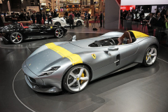 Ferrari Monza SP1 je jednomístný speedster. Také dvoumístný SP2 pohání dvanáctiválec ztypu 812 Superfast s výkonem 603 kW atočivým momentem 719 N.m