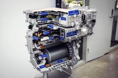 Přestože by se sdílení techniky mezi typy Kona Electric a Ioniq Electric zdálo logické, pohonné jednotky se liší. Kona je totiž výrazně výkonnější