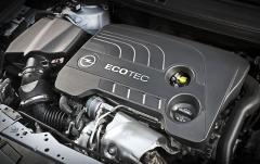 """Zážehový motor s výkonem 147 kW (200 k) je v """"nesportovní"""" verzi segmentu nižší střední třídy unikátem"""