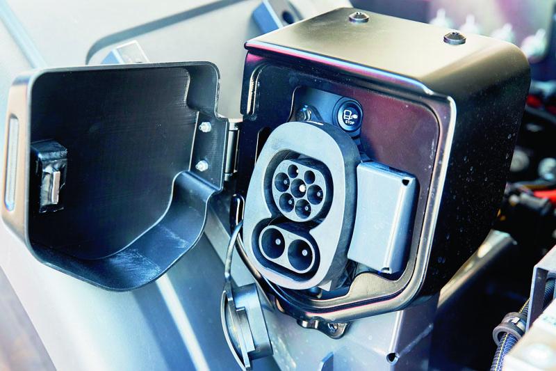 100% elektromobilita byla již před časem jasným krokem francouzské automobilky jako reakce napřituhující legislativní poměry.