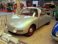 """Vroce 1946 nechal Jean-Pierre Wimille postavit prototyp svého vozu """"Wimille"""" snezávisle zavěšenými nápravami amotorem Citroën."""