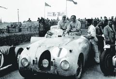 """Bugatti T57C """"letí"""" vstříc svému slavnému vítězství vLe Mans 1939."""