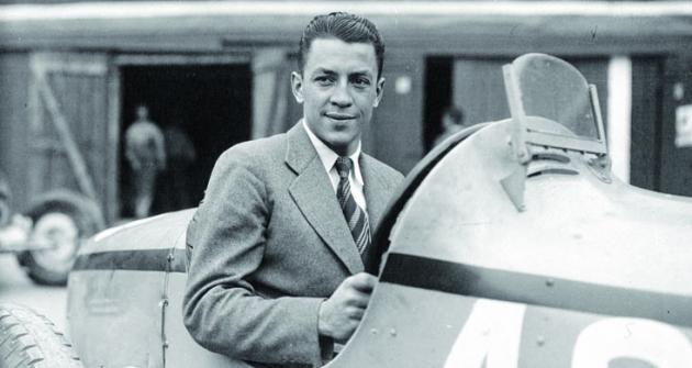 """Jean-Pierre Wimille byl skvělým závodním jezdcem, členem válečného hnutí odporu, válečným letcem. Před druhou světovou válkou dosáhl krásných vítězství vLe Mans pro značku Bugatti. Poválce """"nastartoval"""" druhou část své závodnické kariéry, která mu přinesla nejen ještě lepší výsledky než ta první, ale též smrt vzávodním voze."""