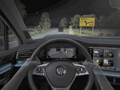 Již současné světlomety IQ.Light Volkswagenu Touareg pracují pro hlavní funkce světlometů s 2x 73 světelnými body. Dokáží vykrývat vozidla vpředu, osvětlit potenciálně nebezpečnou osobu asoučasně omezit osvětlení dopravních značek azabránit tím oslnění vlastního řidiče