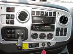Středový panel s ovladači a spínači