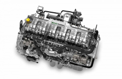 Přeplňovaný vznětový šestiválec Ford Ecotorq 12,7 l s výkonem 353 kW. Navazuje na něj automatizovaná převodovka ZF 12TX 2620 Intarder s vestavěným retardérem