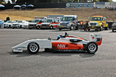 Základem Road to Indy je formule US F2000; za volantem britský závodník Oscar De Luzuriaga z týmu Newman Wachs Racing (další tým založený Paulem Newmanem)