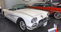 Chevrolet Corvette samozřejmě nemůže vmuzeu amerických automobilů chybět (na snímku model 1960 smotorem 283 V8)