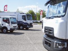 Setkání generací. Vlevo první generace elektrických Renault Trucks Maxity Z.E. aRenault Trucks D Z.E., vpravo druhá generace Renault Truck D Z.E.