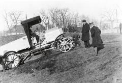 Vnabídce firmy Lohner se postupně objevily též autobusy anákladní vozidla spohonem elektromotory vnábojích kol.