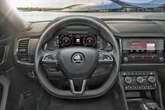 Přední část interiéru, včetně palubní desky, se u verze GT neliší od standardního Kodiaqu. Digitální přístrojový štít je standardem