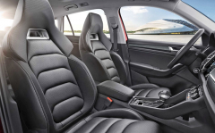 Podobná sportovní sedadla sintegrovanými hlavovými opěrkami budou ve výbavě evropského Kodiaqu RS