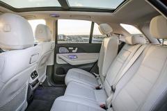 Také zadní sedadla mohou být všestranně elektricky stavitelná