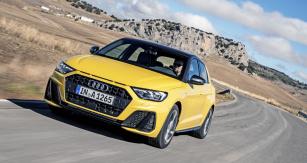 Druhá generace Audi A1 sází na sportovnější vzhled. Zajímavým detailem odkazujícím na tradici v automobilových soutěžích je štěrbina mezi kapotou a maskou chladiče