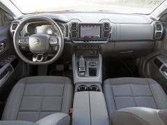 V C5 Aircross je vše podřízeno komfortu. A k tomu patří i přehledné rozmístění ovládacích a komfortních prvků