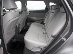 Měkčené materiály, vzdušné prostředí i pohodlná sedadla, to je Hyundai Nexo. Na všech místech je dostatek prostoru, asymetricky dělená zadní opěradla lze upravovat v jejich sklonu