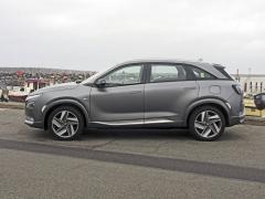 """Při pohledu z profilu není Nexo žádnou """"alternativní raritou"""": je to zkrátka elegantní, mírně zvýšený pětidveřový hatchback s některými prvky naznačujícími příslušnost ke kategorii SUV"""