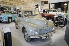 Morris Minor MM, první sériový exemplář nového typu, jenž byl hvězdou autosalonu v Londýně 1948 (čtyřválec SV 918 cm3)