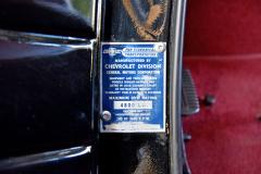 Originální štítek s výrobním číslem ahmotností 4800 liber, tedy 2177 kg