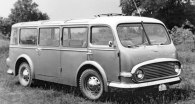 Uprostřed pravého boku měl minibus  dveře pro vstup do prostoru pro cestující