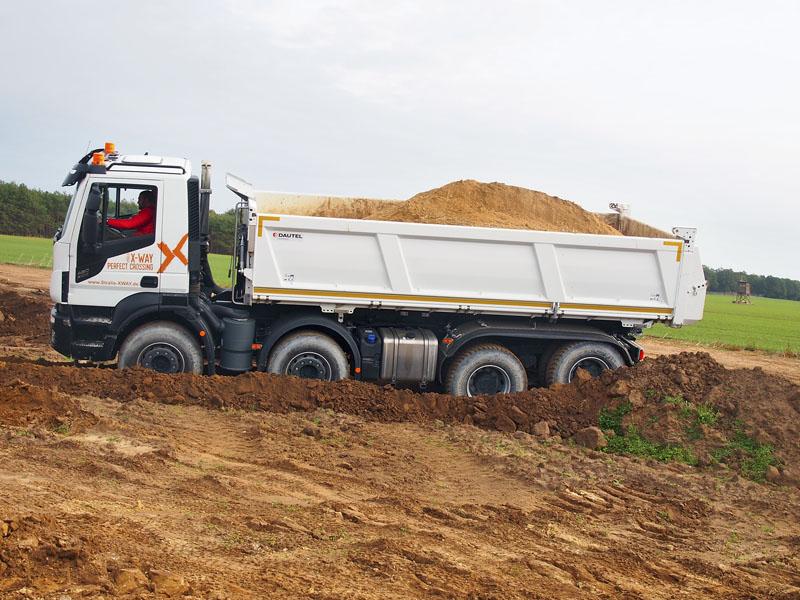 Vozidla Iveco musela překonávat těžký terén