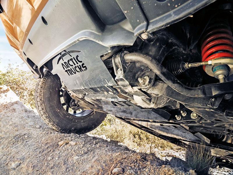 Spodní partie vozidla jsou pečlivě chráněny plechy