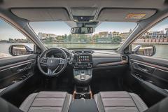 Ovládání jízdního režimu mají na starosti tlačítka umístěná na středovém panelu