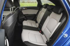Pro kolena vzadu Ceed nenabízí tolik místa jako třeba nový Ford Focus
