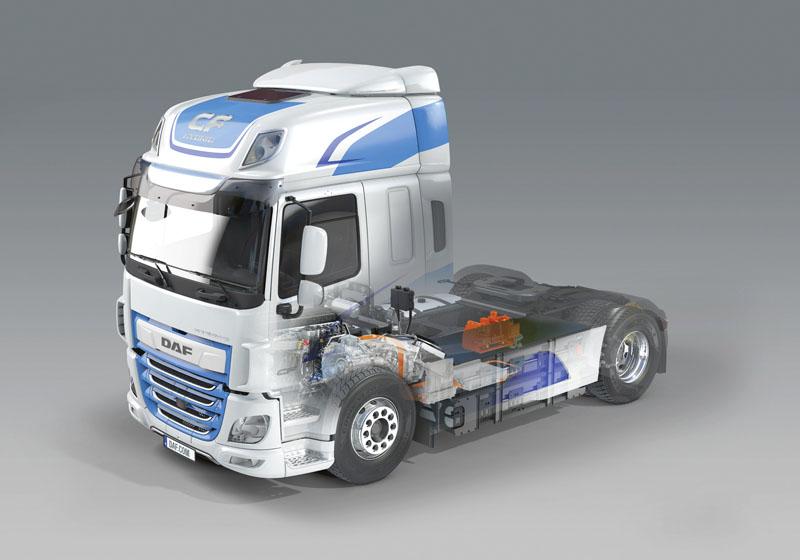 Moderní DAF CF Hybrid je vybaven špičkovým vznětovým motorem ozdvihovém objemu 10,8l PACCAR MX-11 (330 kW/450 k) aelektromotorem ZF (75 kW/100 k/špičkový výkon: 130 kW/175 k).