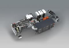 Elektromotor je napájen akumulátory ocelkové kapacitě 85 kWh, což zajišťuje dojezd naplně elektrický pohon snulovými emisemi dovzdálenosti 30 až 50km.