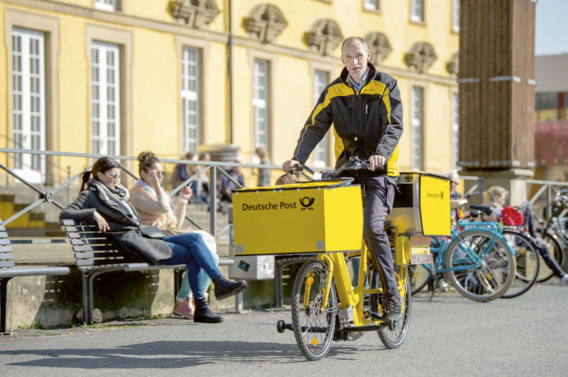 Okrem elektrododávok si Deutsche Post DHL Group vyrába sama elektrobicykle prispôsobené nasvoju prevádzku. Spoločne sďalším typom elektrotrojkoliek ich má nacestách už 10500!